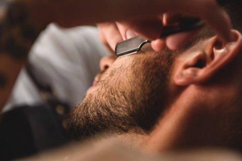Barber_Familia_broda_z_podgoleniem